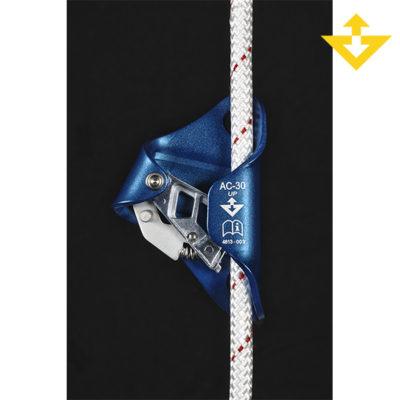 """""""Bloqueador de pecho AC 30 ANTRHON"""" Bloqueador de pecho que se utiliza como complemento de un puño, para ascensos por cuerda en trabajos verticales, escalada clásica, big wall, espeleo y alpinismo.   Características: •Leva dentada con orificios de evacuación para optimizar el funcionamiento en cualquier condición (cuerdas heladas, embarradas, etc.). •Leva de acero inoxidable para mejorar la resistencia a la corrosión. •Abertura del tope por pinzamiento para una manipulación fácil y rápida. •Orificio inferior adaptado para mantener el bloqueador plano. •Orificio superior para fijarlo al arnés o a unos tirantes y mantener el bloqueador en la posición correcta. •Materiales: aluminio y acero inoxidable. •Cuerda: para una sola cuerda de 8 a 13 mm. •Peso según fabricante: 140 g. •Color: negro.  CE EN 567 (8 a 13 mm) y EN 12841 tipo B (10 a 13 mm)"""